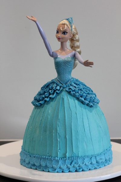 Elsa Cake Buttercream tutorial and an Icethemed Birthday Party